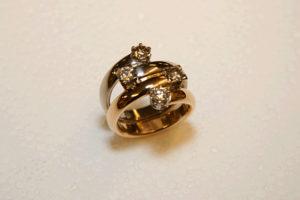 Röd och Vitguldsring med Diamanter